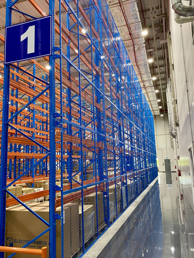 Back wiremesh with racking